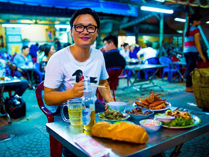 Häng med Luke Nguyen på ett matäventyr längs med Asiens gator.