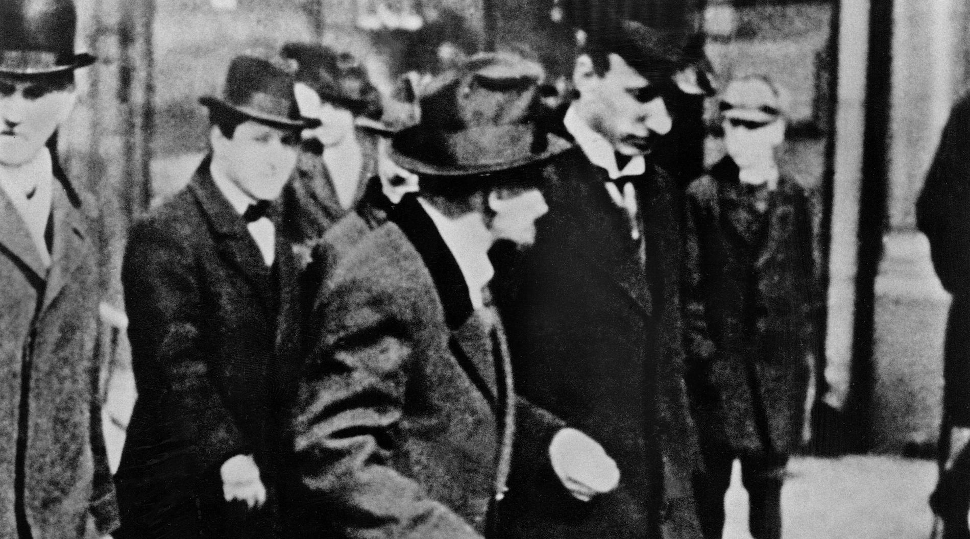 Lenin, i mitten på bilden, i Stockholm 1917 på resa mot Ryssland.