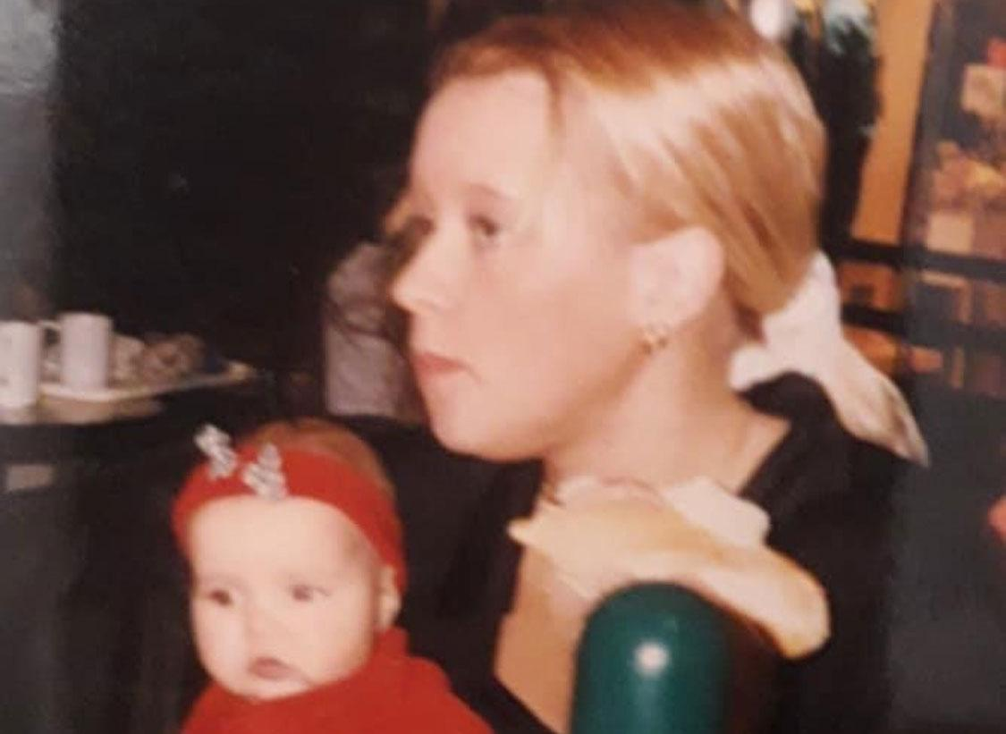 Sandra med en liten Julia.