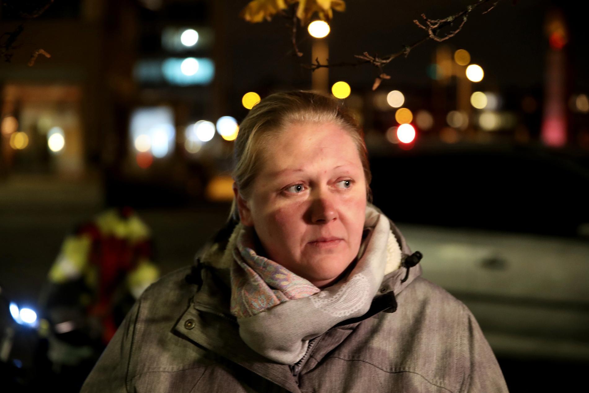 –Personal och gäster tog skydd i ett förråd i källaren, säger Josefin Törnblom, som jobbar på restaurangen i området.