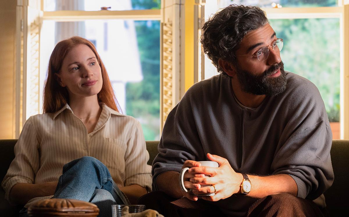 "Jessica Chastain och Oscar Isaac som Mira och Jonathan i Hagai Levis ""Scenes from a marriage""."