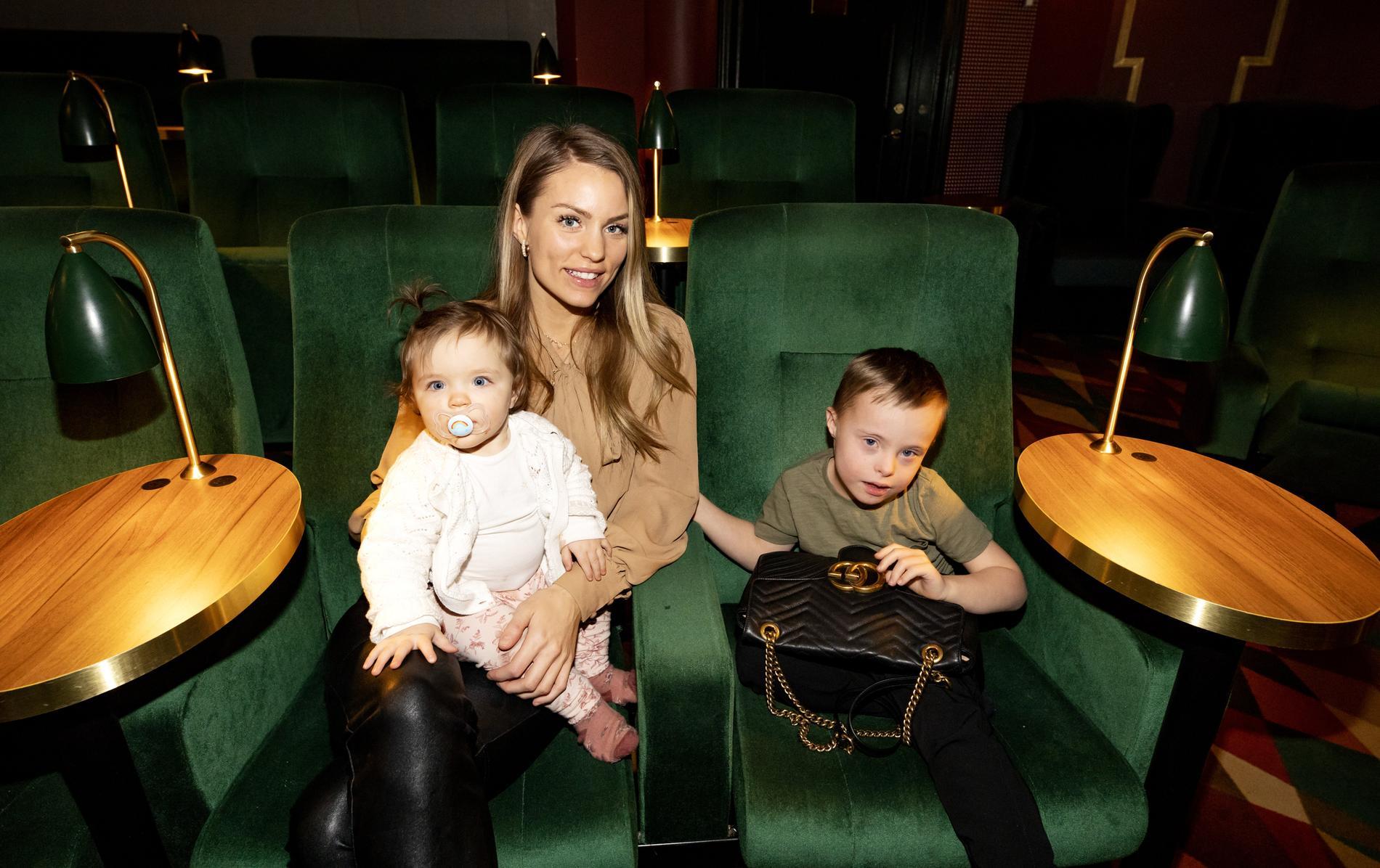 Julia Bergman med dottern Zelda och sonen Milan.