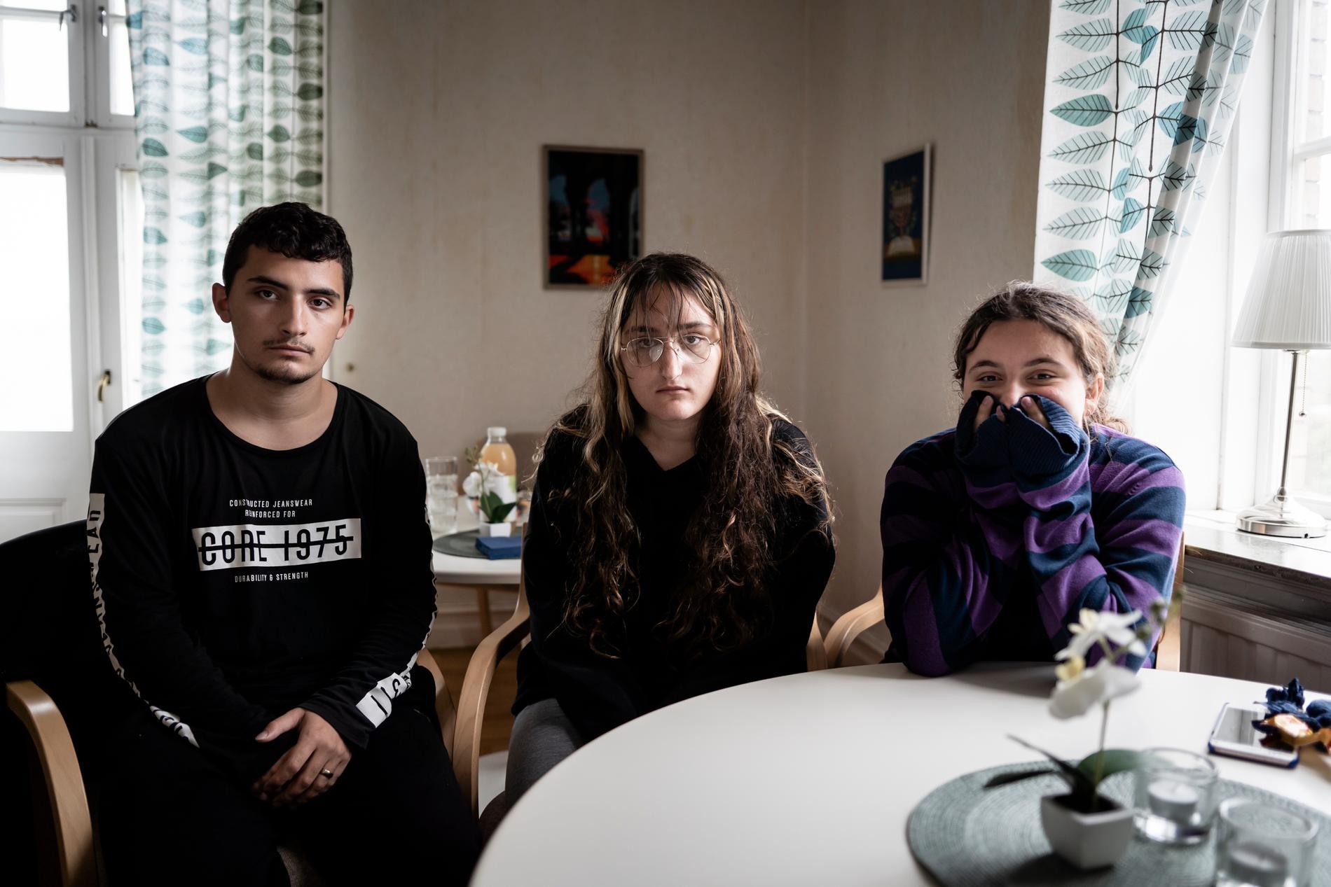 Syskonen Alkind, 18, Eliza, 14, och Enisa, 12.