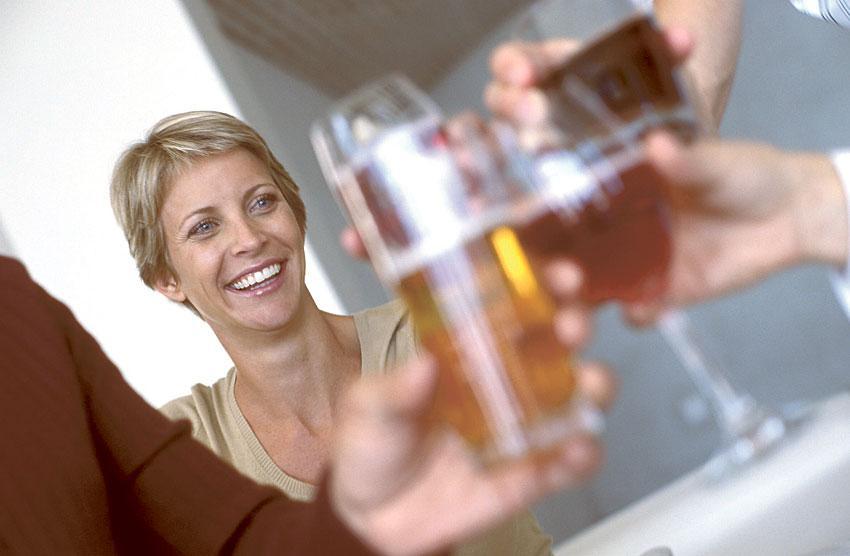 gyllne hösttoner När löven ändrar färg och luften blir krispigt klar passar ett fylligt, smakrikt öl bättre än sommarens svalkande bira.