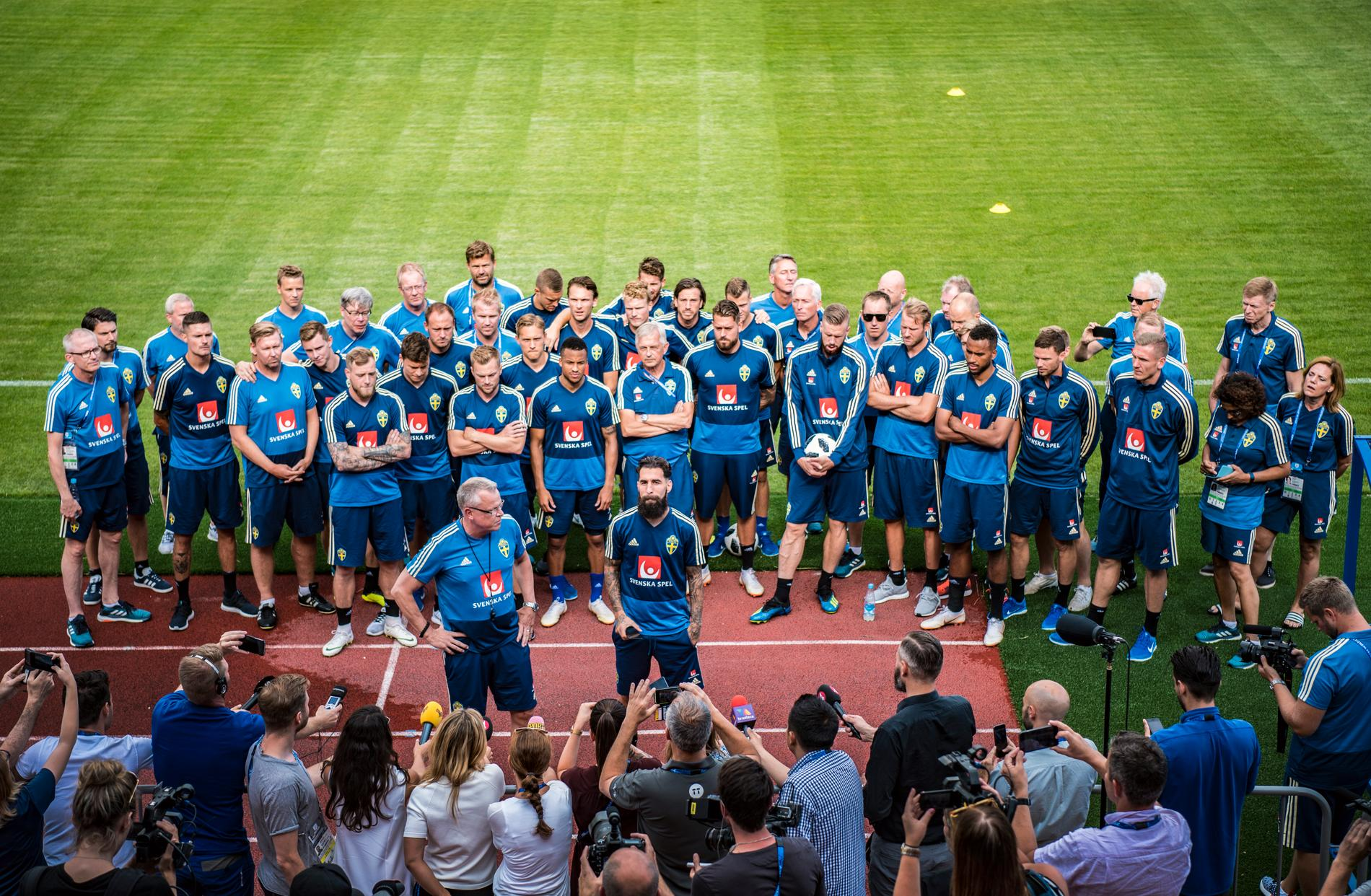 Jimmy Durmaz talade inför pressen och resten av landslaget dagen efter matchen mot Tyskland.