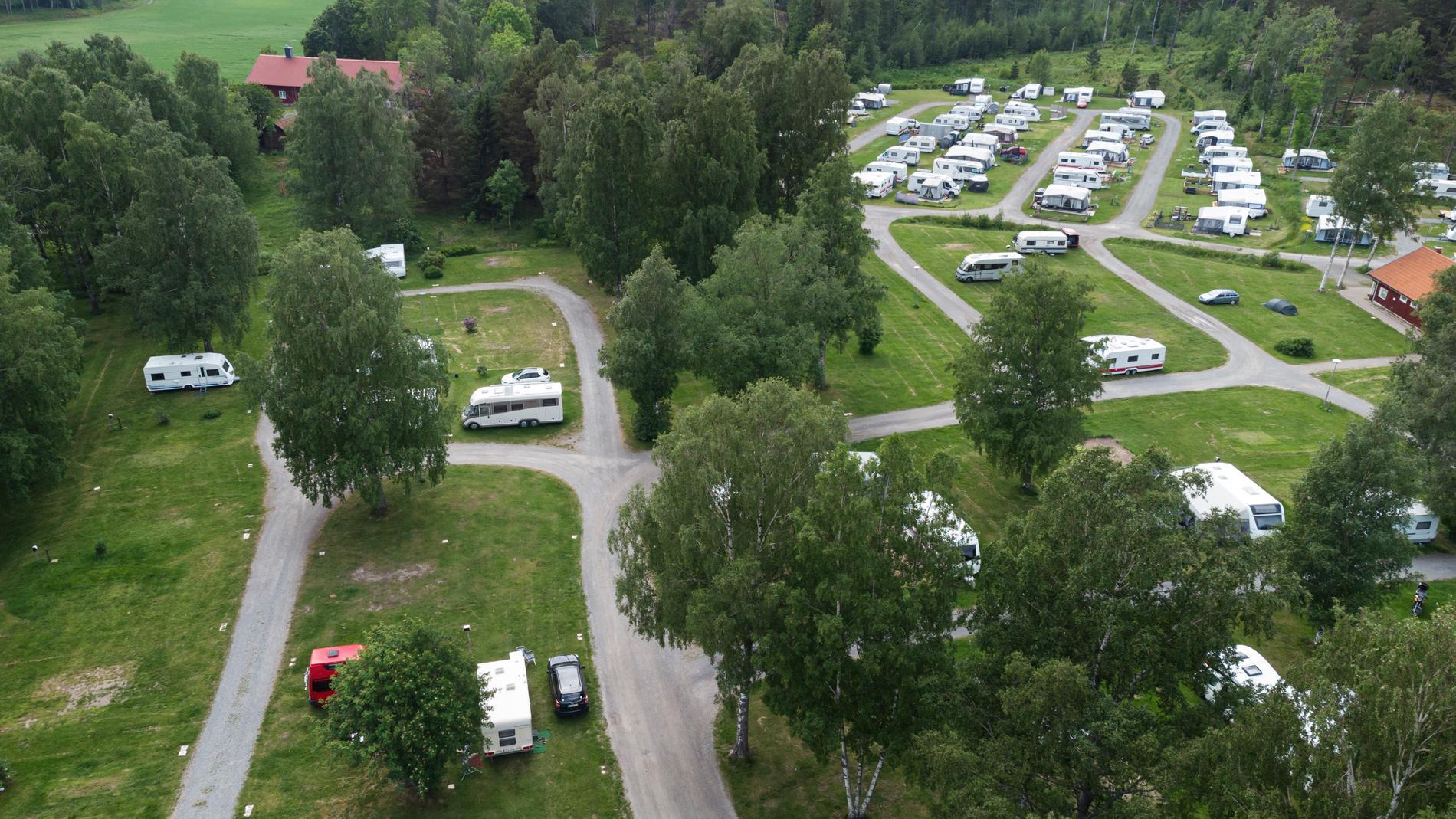 Förutom att campa i sommar, som här på Gålö Havsbad, är det populärt bland svenskar att semestra på öar, i fjällen och på orter längst kusten.