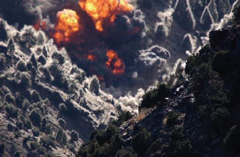 Amerikanerna bombade Tora Bora flera gånger men lyckades aldrig komma åt bin Ladin.