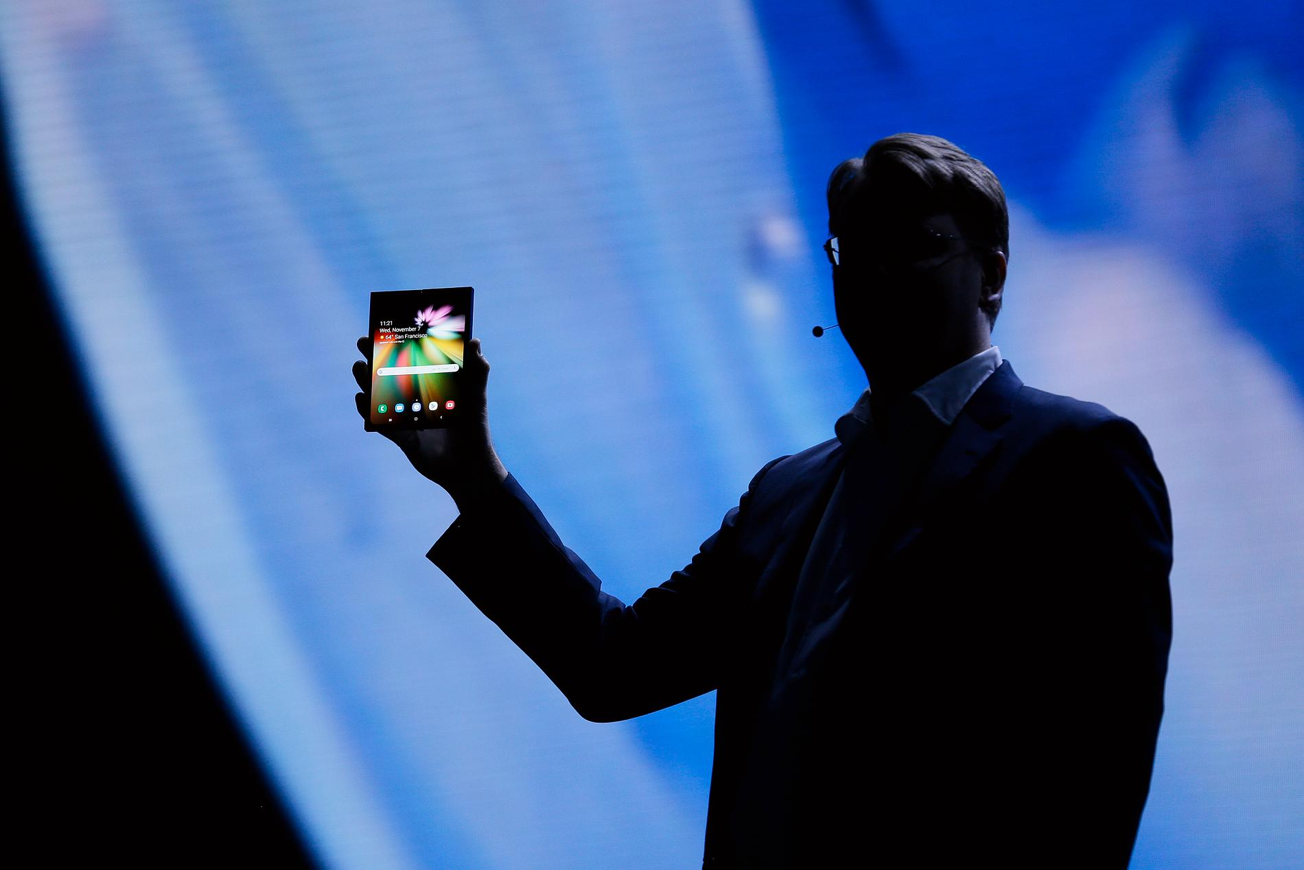 Samsung återkallar samtliga exemplar av den vikbara telefonen Galaxy Fold.