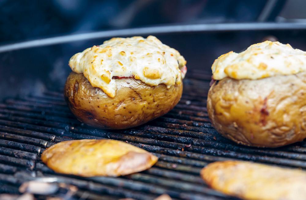 Fylld rökig potatis