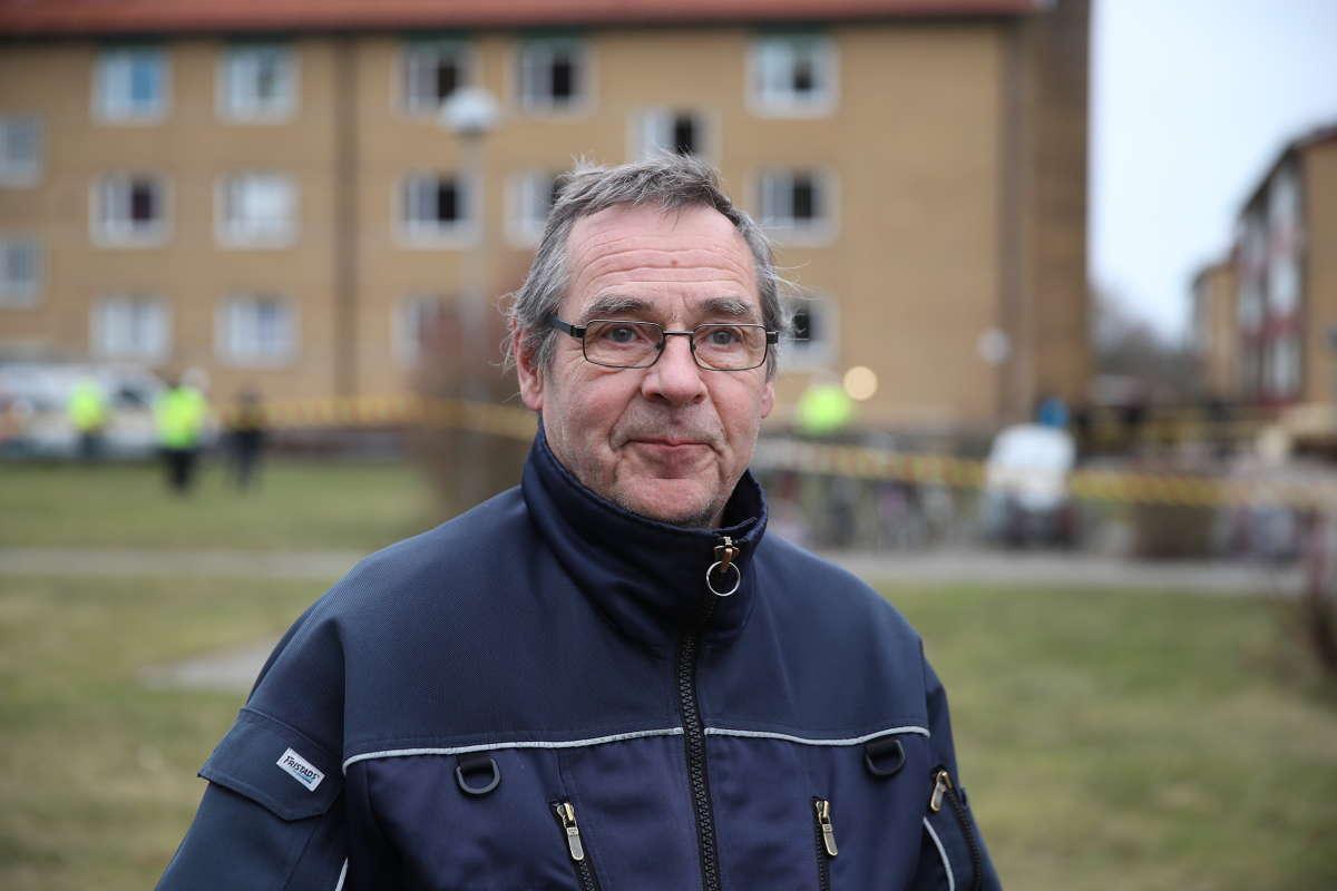 Fredrik Lidén väcktes av smällen – trots att han bor en kilometer från platsen.