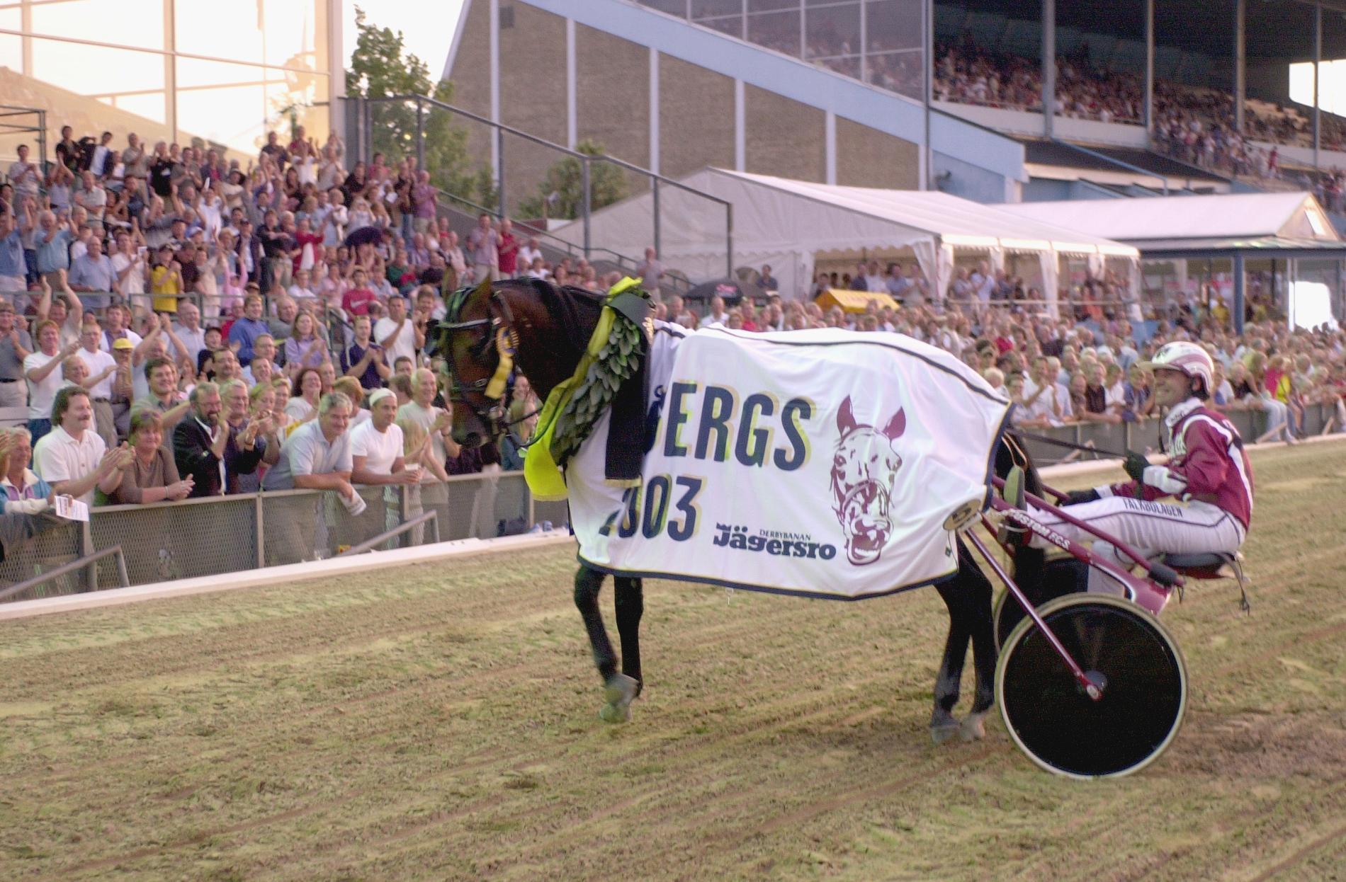 Revenue och Lutfi Kolgjini vid segern i Hugo Åbergs 2003.