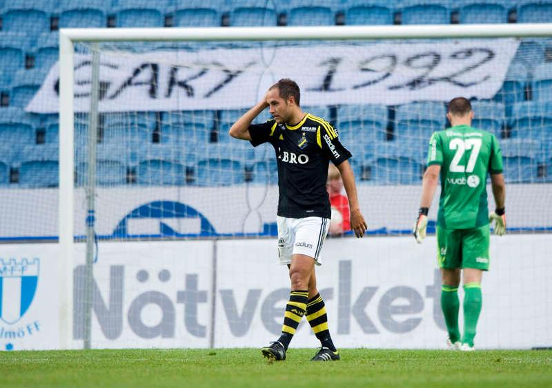 Platt fall Senaste matchen mot Malmö var ingen rolig historia. AIK förlorade med 4–0 och nu måste laget rycka upp sig mot Häcken.