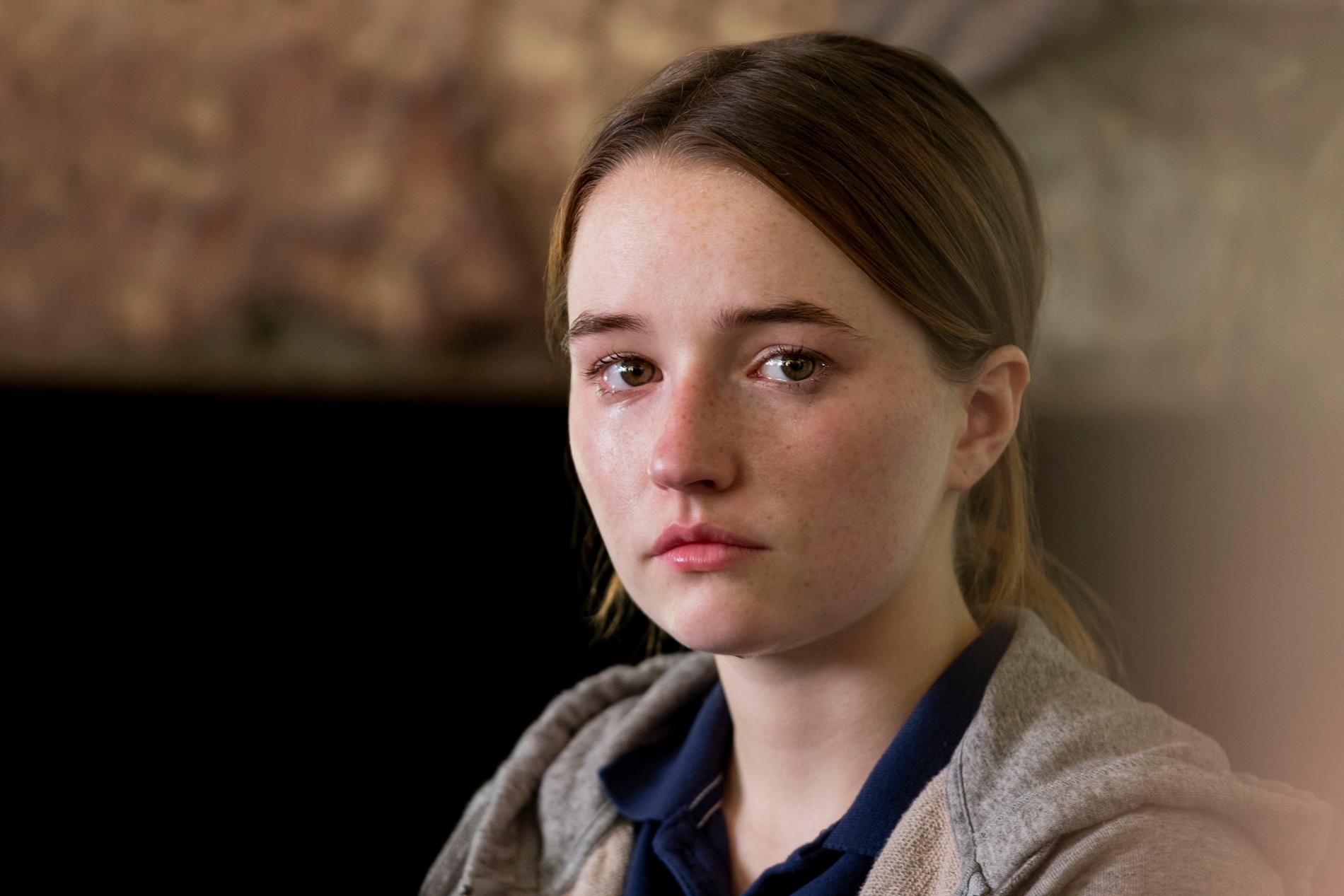 Kaitlyn Dever som Marie Adler.