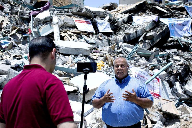 Wael Dahdouh, 50, (till höger) byråchef för Al Jazeera och Khaled Lubbad, 38, producent.