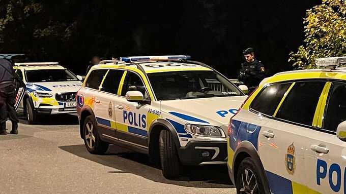 Den skadade mannen påträffades av en polispatrull.