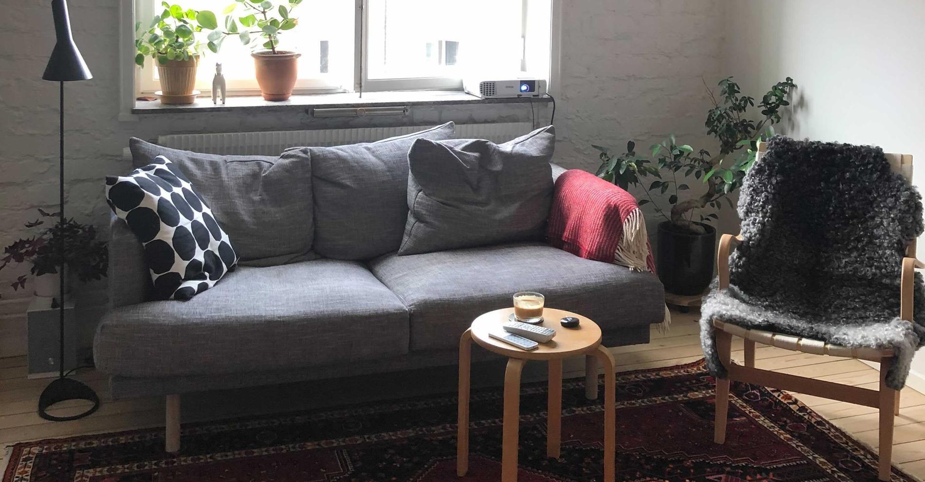 Louisas soffa, som egentligen kostar 11 900 kronor, blev betydligt dyrare på grund av Klarnas strul.