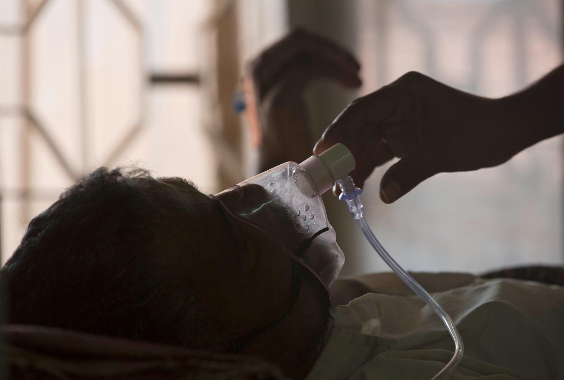 En patient behandlas för tbc på ett sjukhus i Hyderabad i Indien. Arkivbild.