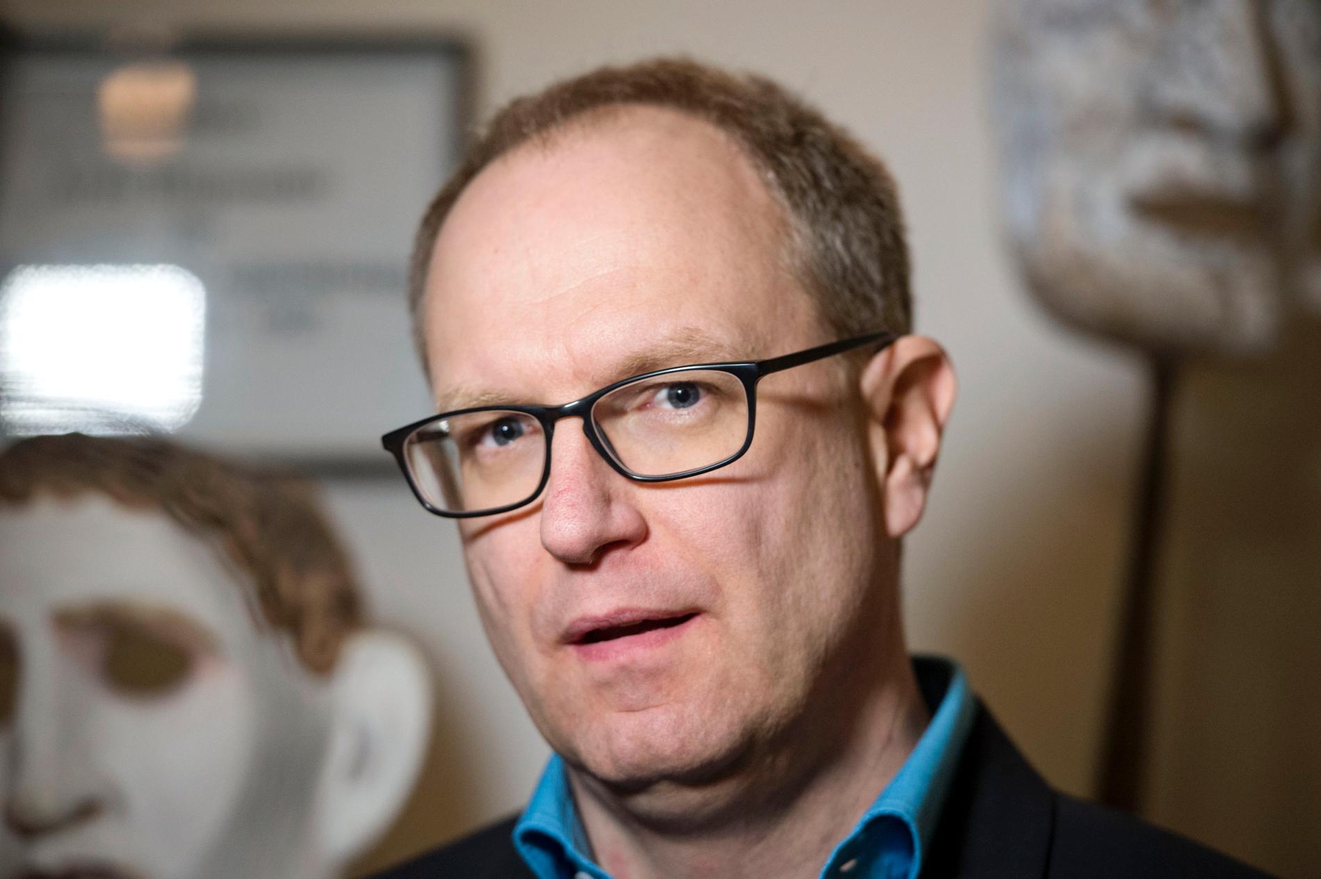 Regeringens utredare Fredrik Malmberg lägger fram förslag som ska kunna ge uppemot 2000 fler personer rätt till personlig assistans. Arkivbild.