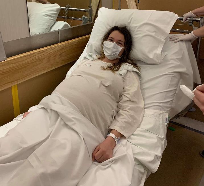 Efter beskedet om coronatestet gick det mindre än en timme innan Tatjana låg på operationsbordet för att göra ett akut kejsarsnitt.