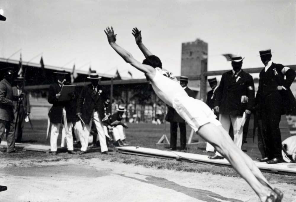 Det var då Stående längdhopp var en av grenarna i OS 1912. Lagom till jubileet har fyra böcker om OS i Stockholm publicerats.