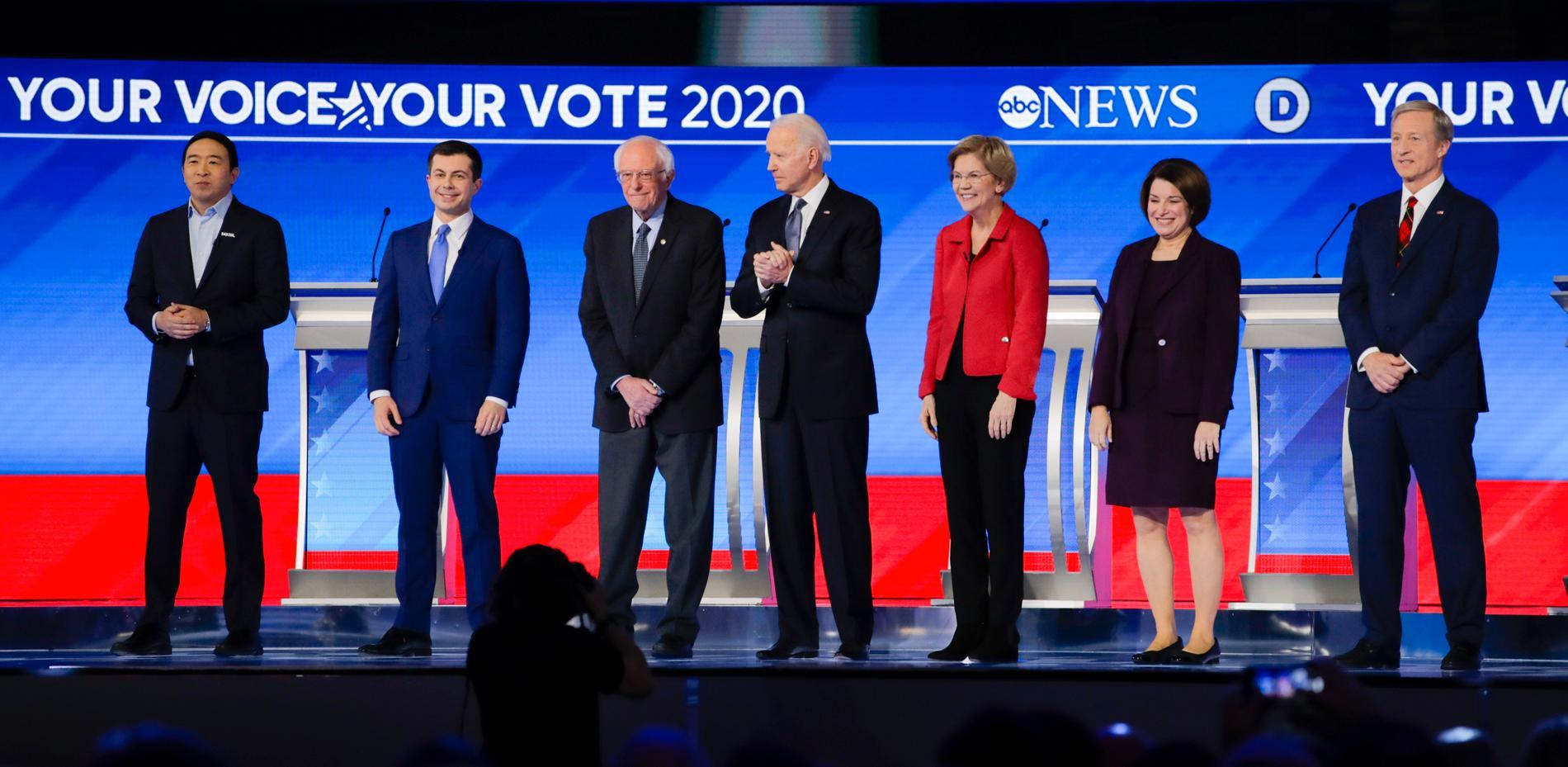 De demokratiska kandidaterna med Pete Buttigieg, Bernie Sanders, Joe Biden och Elizabeth Warren i spetsen.