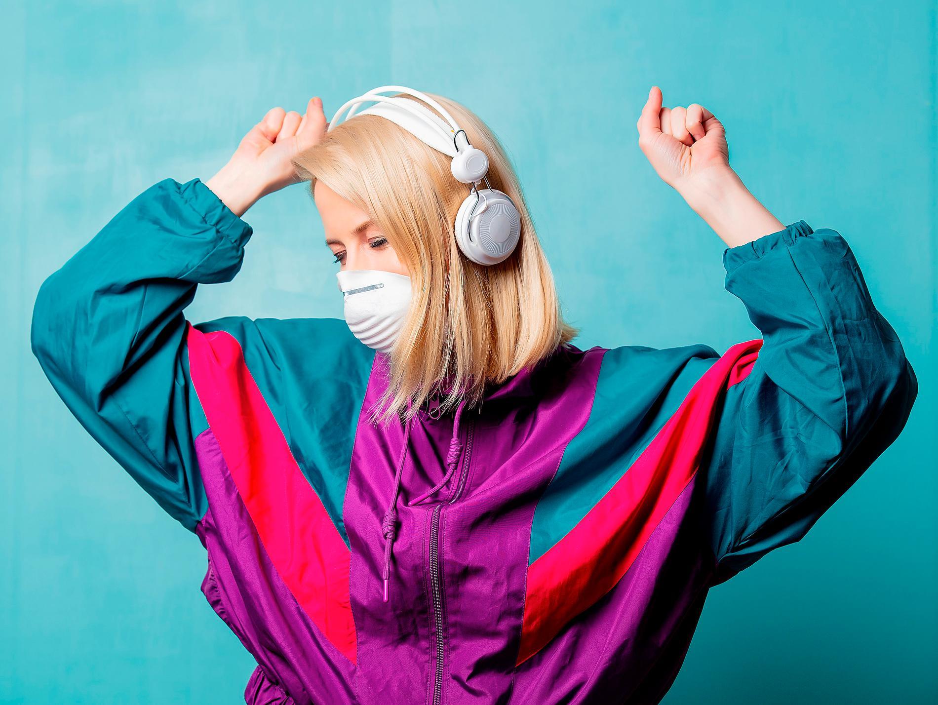 Självmedicinera med musik, råder Mikael Strömberg som själv kurerar sin svåra sjukdom med läkande låtar.