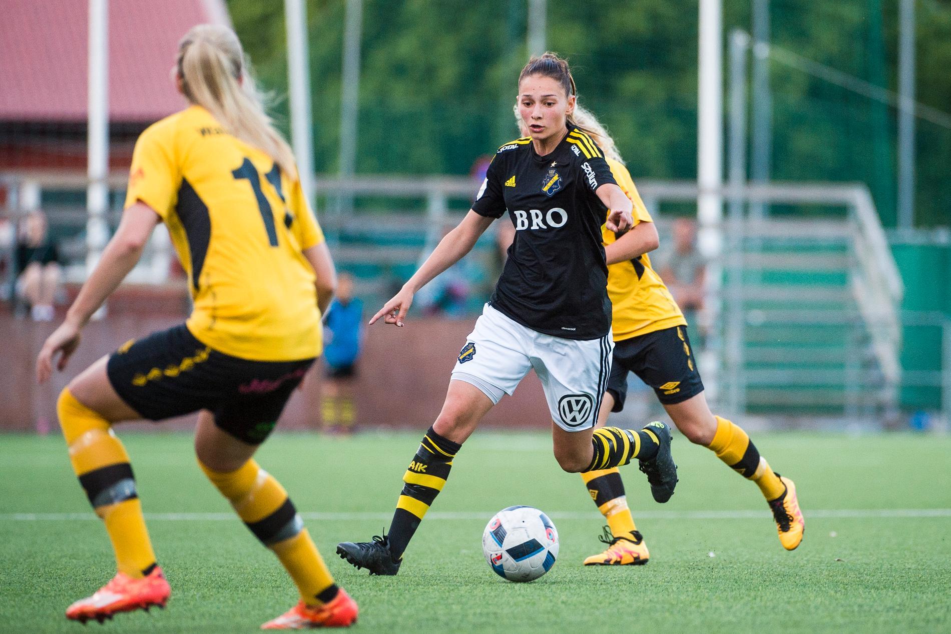 Eldina Ahmic under tiden hon spelade i AIK.