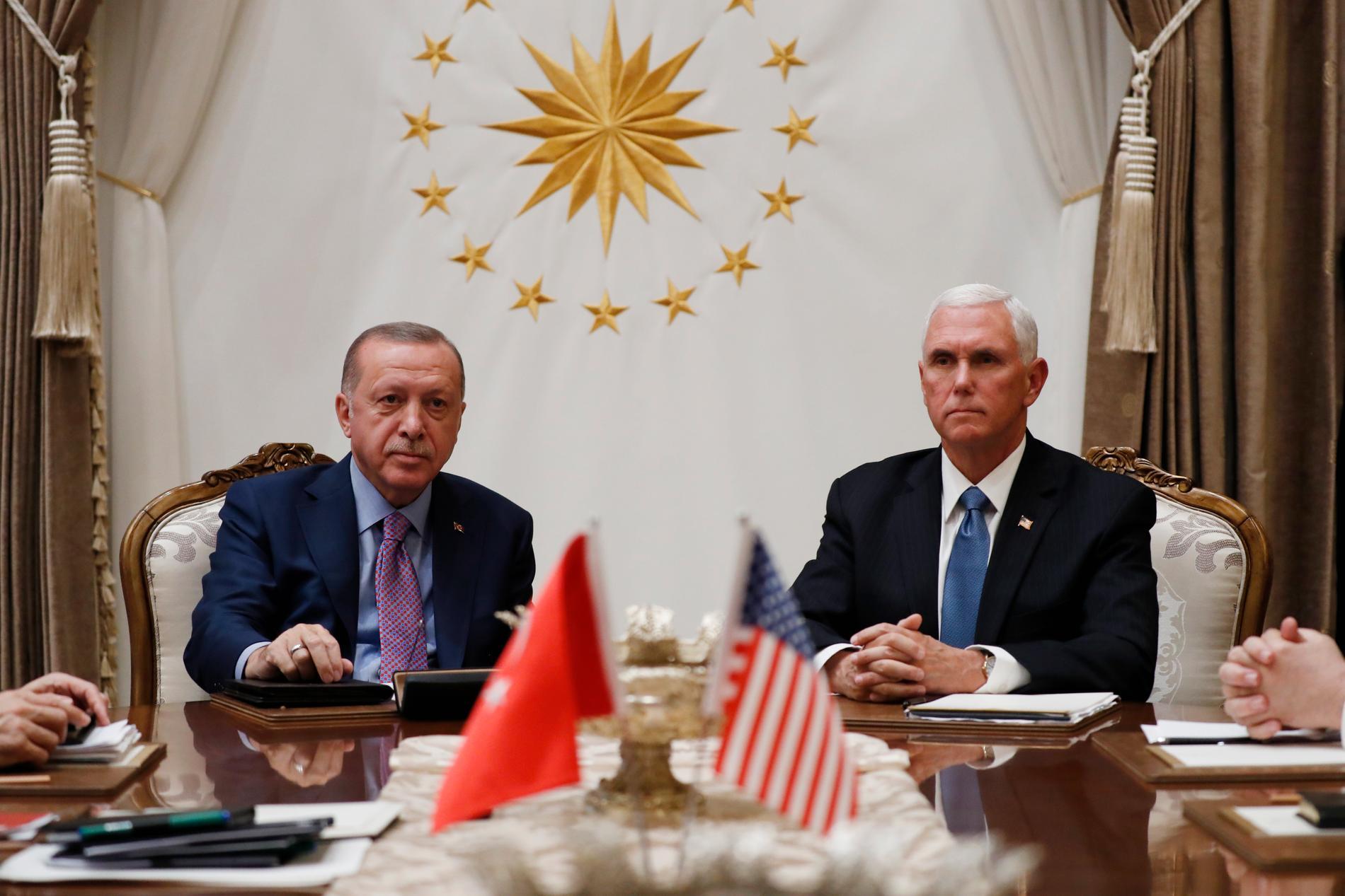 Turkiets president Erdogan och USA:s vicepresident Mike Pence.