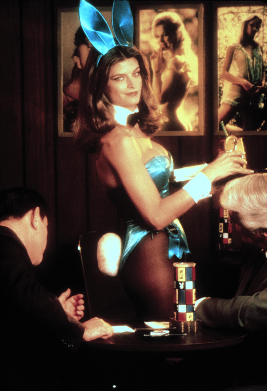 "Kirstie Alley spelade rollen som Gloria Steinem i ""A bunnys tale"" (1985), baserad på Steinems  berättelse om livet som Playboybunny."