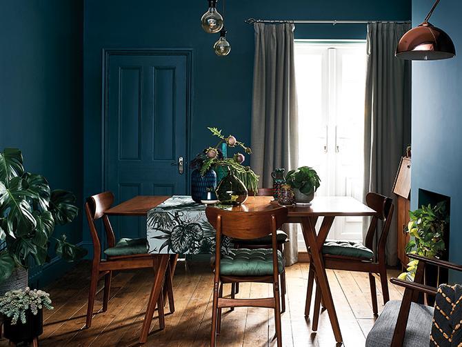 Mörkblått väntas bli populärt, liksom mörka gröna toner. Kulör från Nordsjö.