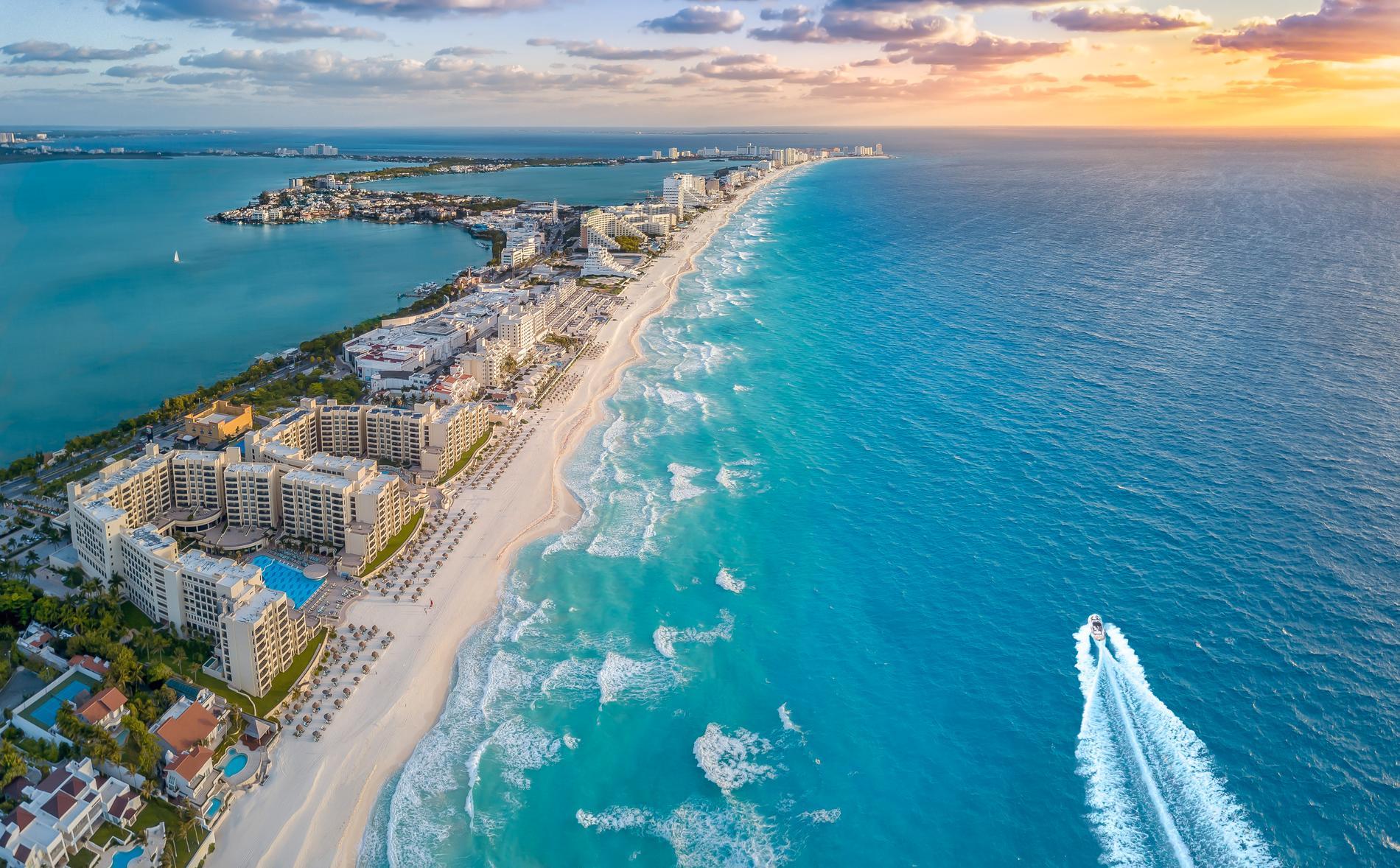 Cancun beach är bara ett av många turistparadis på Yucatánhalvön.