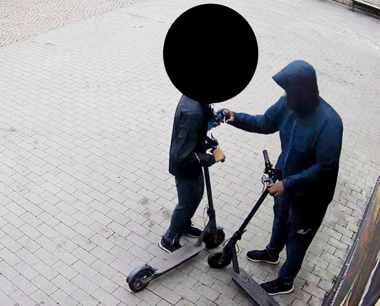 Artisten är misstänkt för rån och grovt olaga tvång.