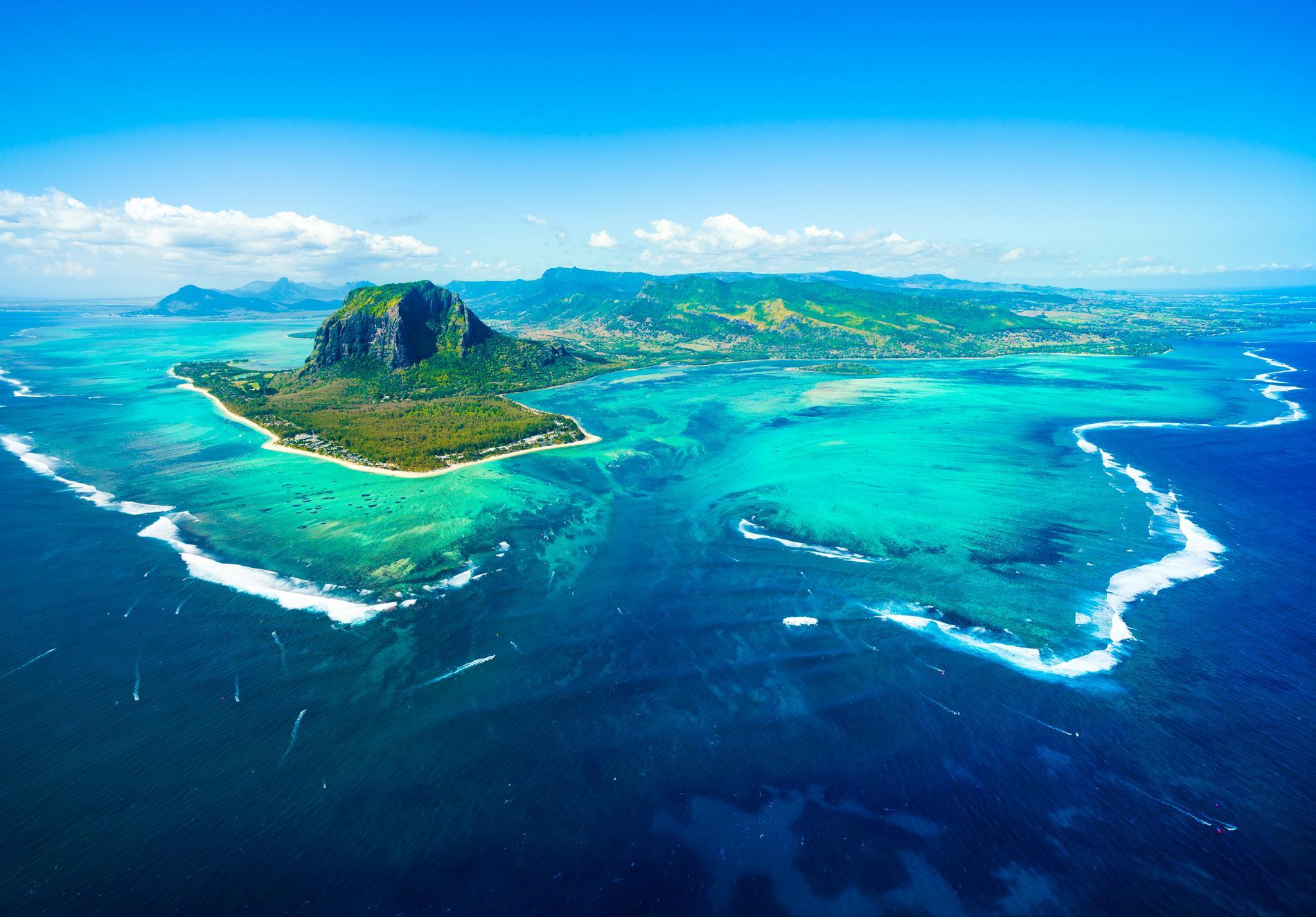 Huvudön Mauritius är omgiven av korallrev.
