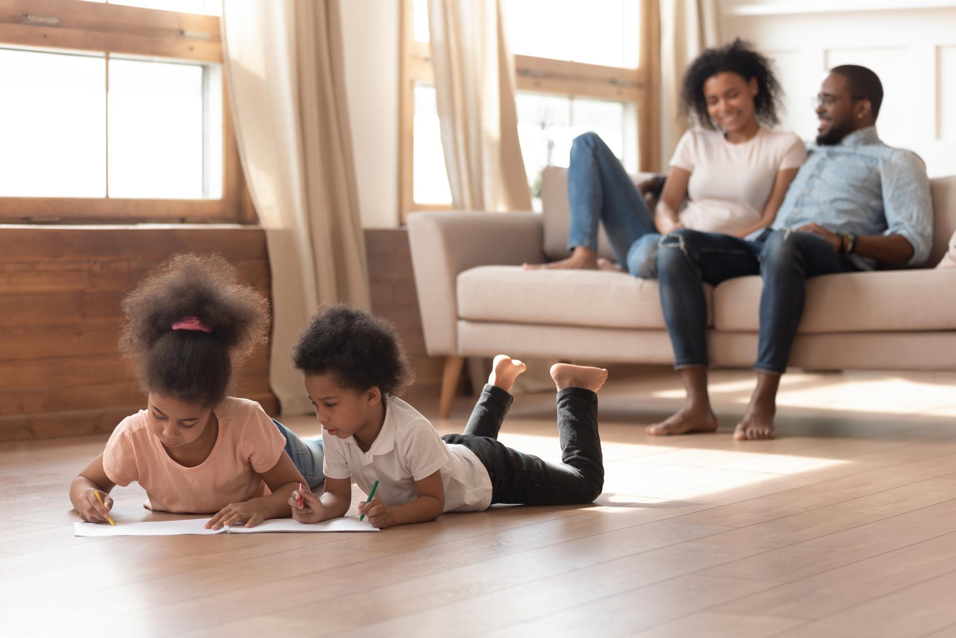 Du ska känna dig nöjd om barnen kan leka själva, enligt Malin Bergström.