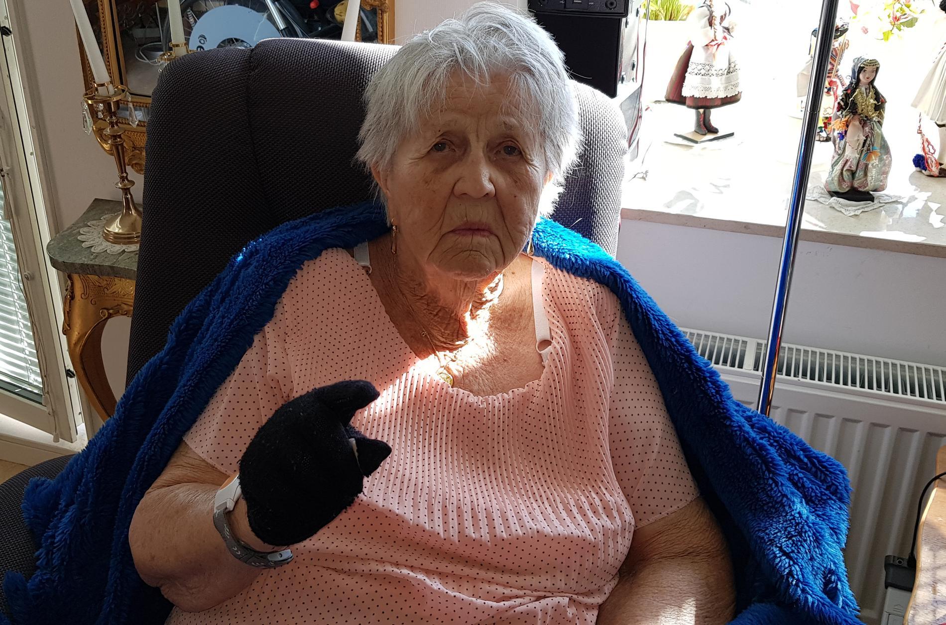 """""""Det är bara så himla tråkigt. Det är kära minnen. Ringen efter min far var min käraste ägodel"""", säger Birgitta Wiberg, 99, som blev bestulen på alla sina smycken under tiden som äldreboendet hölls stängt för besök på grund av smittorisken."""