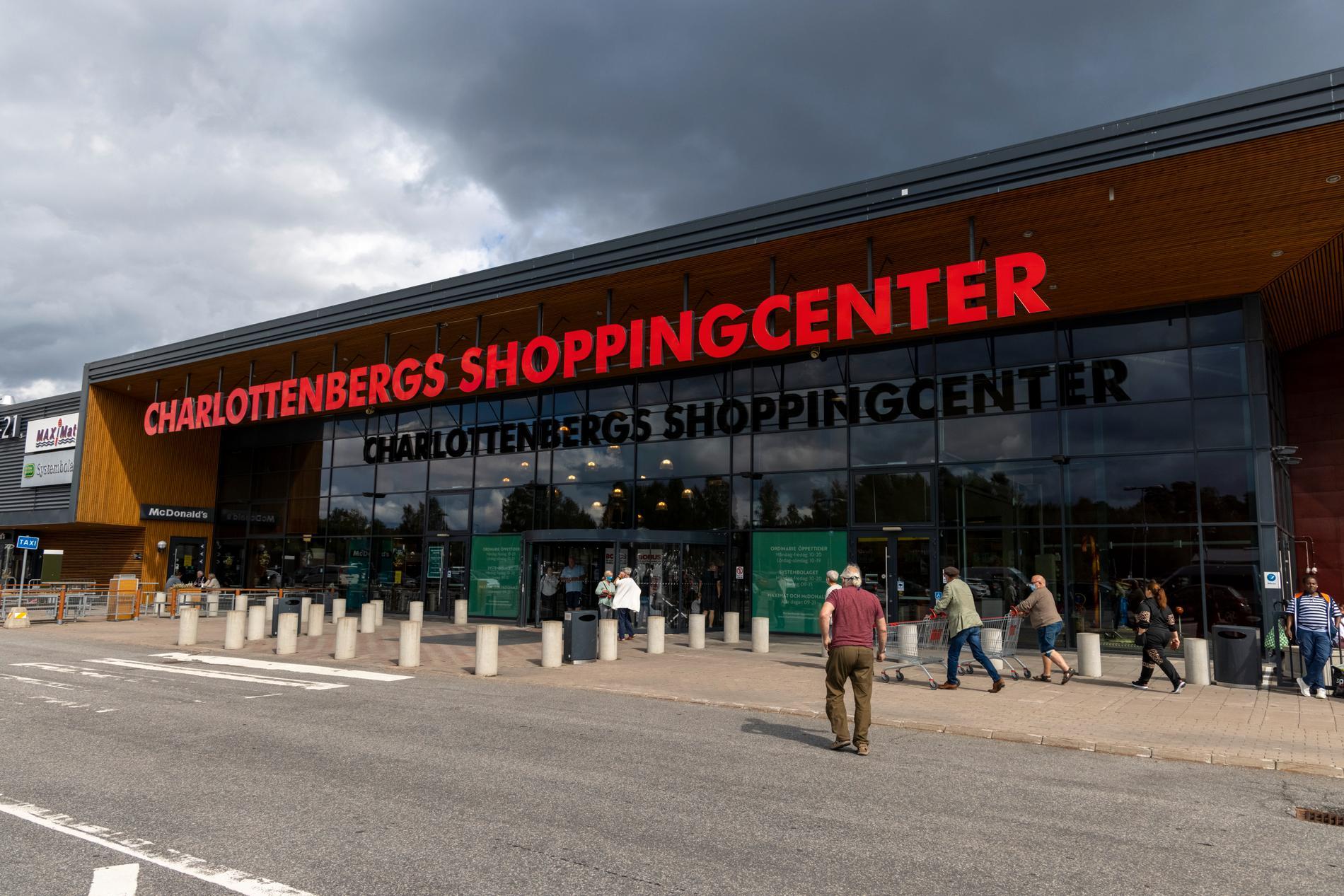 I gränsorten Charlottenberg lever man på handel från norrmän.