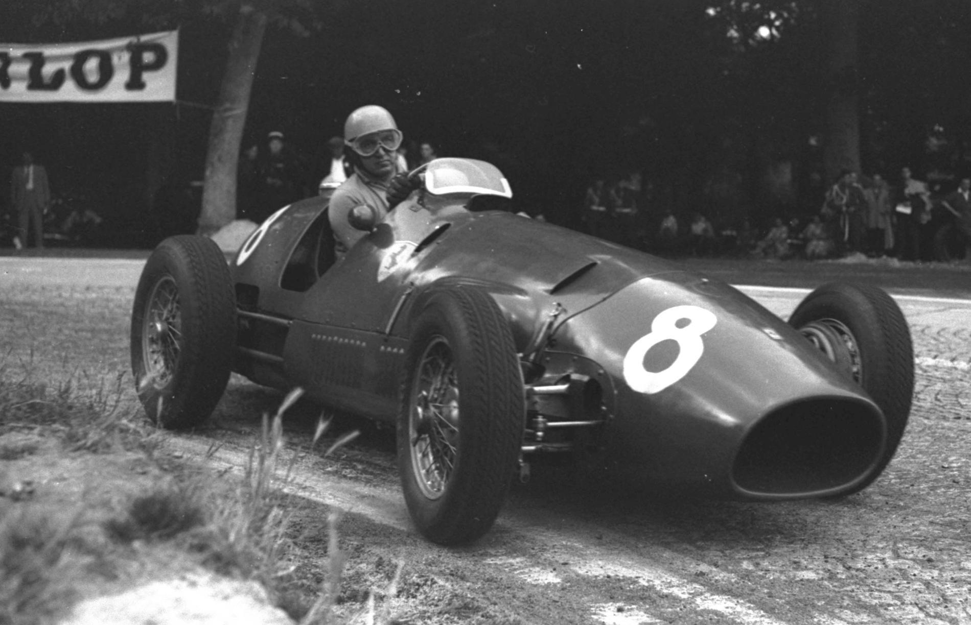Alberto Ascari tog två titlar i Ferrari.