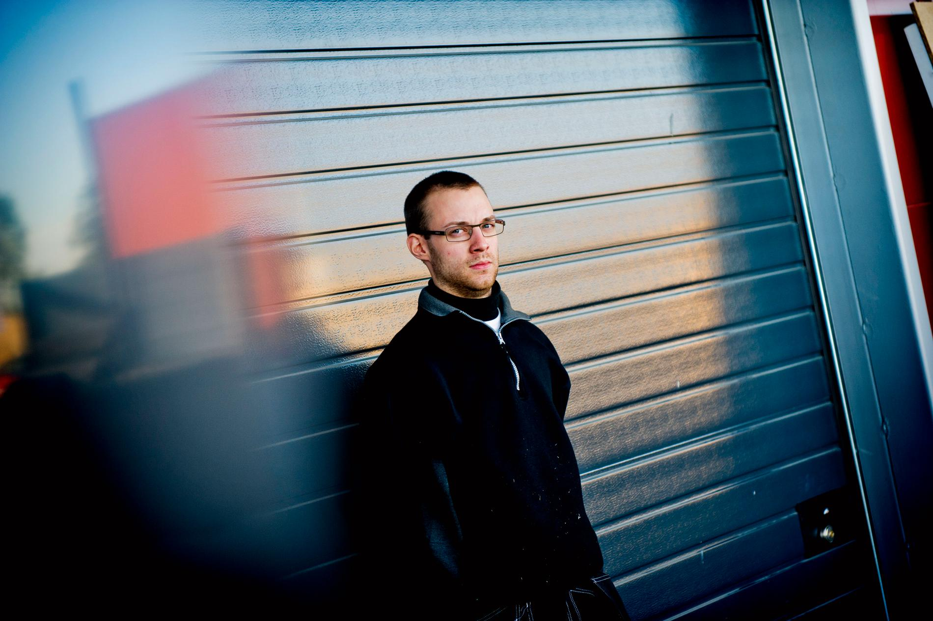 Martin Hultqvist blev av med 15 000 kronor från sitt konto. Någon hade tagit sig in och fört över pengarna till en före detta kriminell person. Men banken vägrar ersätta Martin.