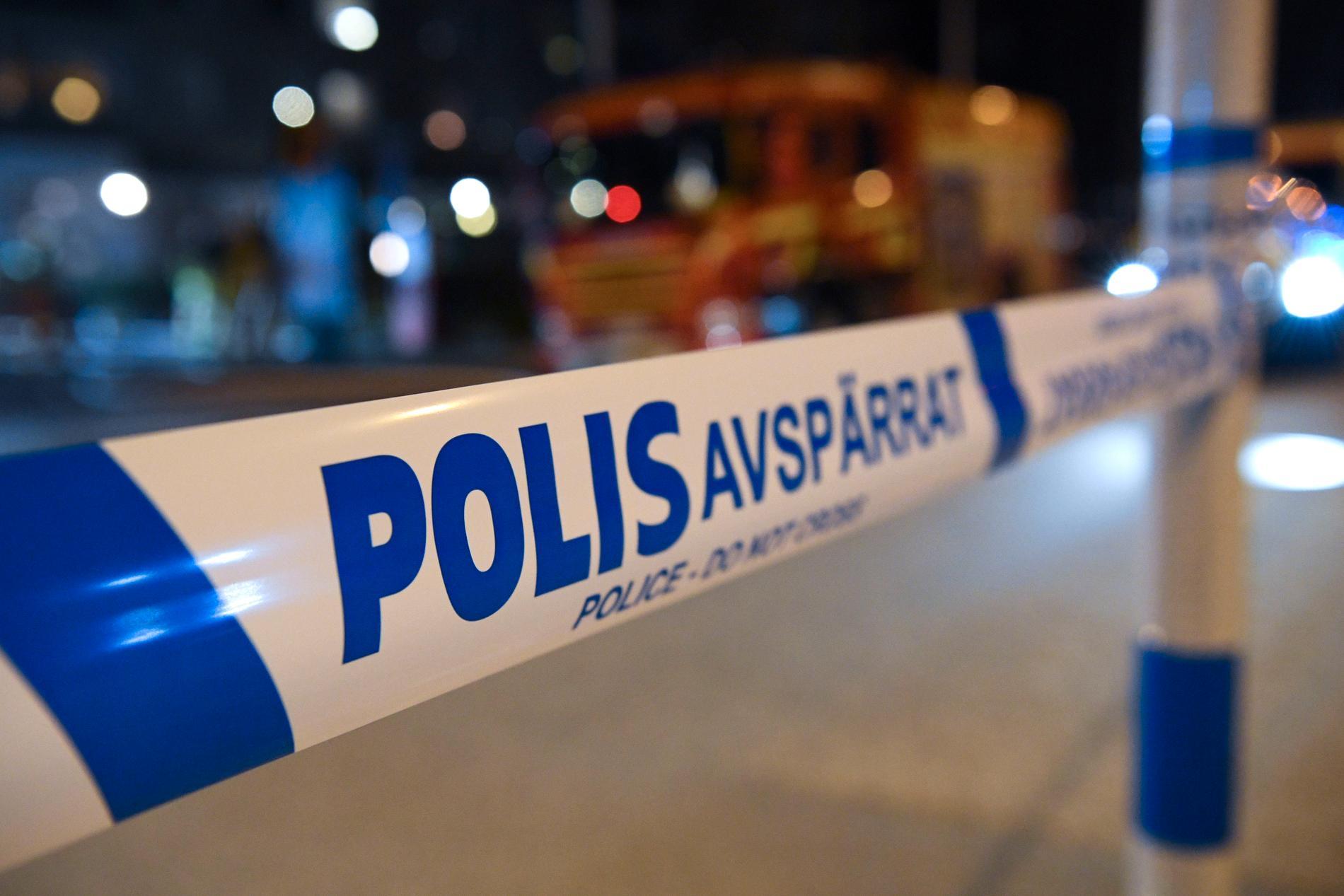 En person räddades ur en brinnande lägenhet i Dalby i Lund.