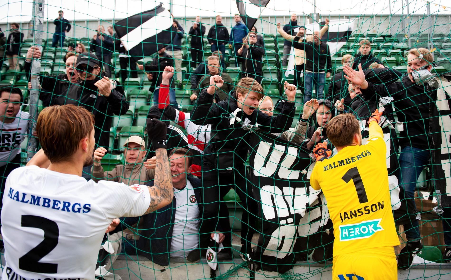 Jansson gjorde åtta säsonger i ÖSK och var mycket uppskattad av fansen.