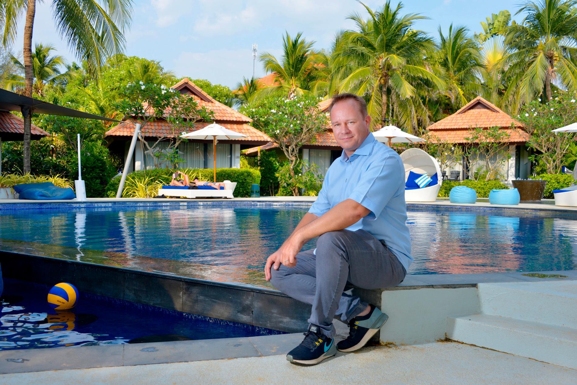 """""""Vi hoppas på det bästa men planerar för det värsta"""", säger Johan Wallen, chef på lyxhotellen Aleenta och Akyra på thailändska Phuket."""
