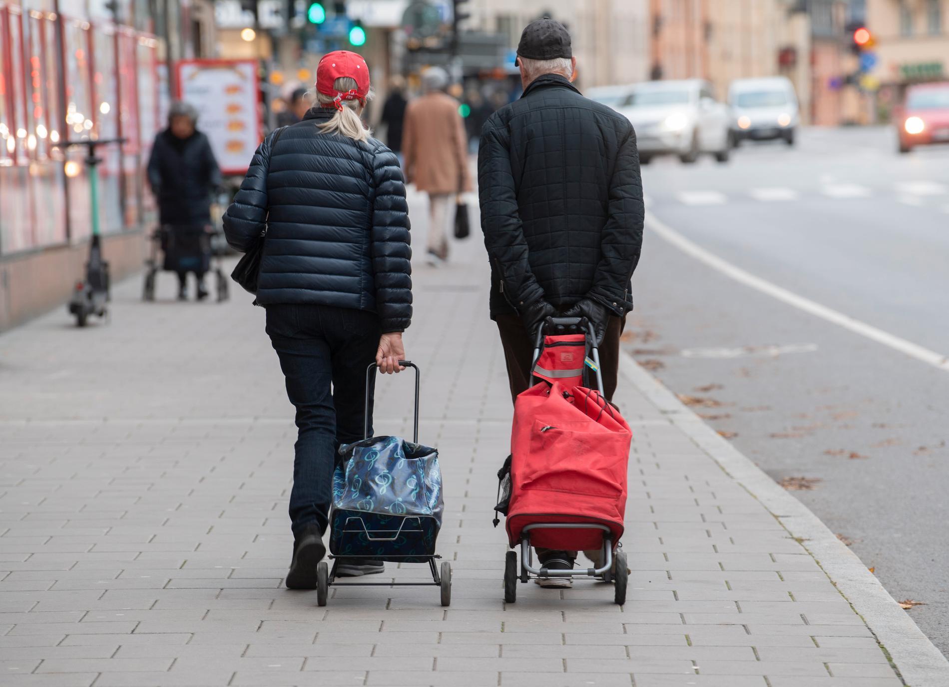 Pensionärerna har fått betala priset när ekonomin har haft det tufft.