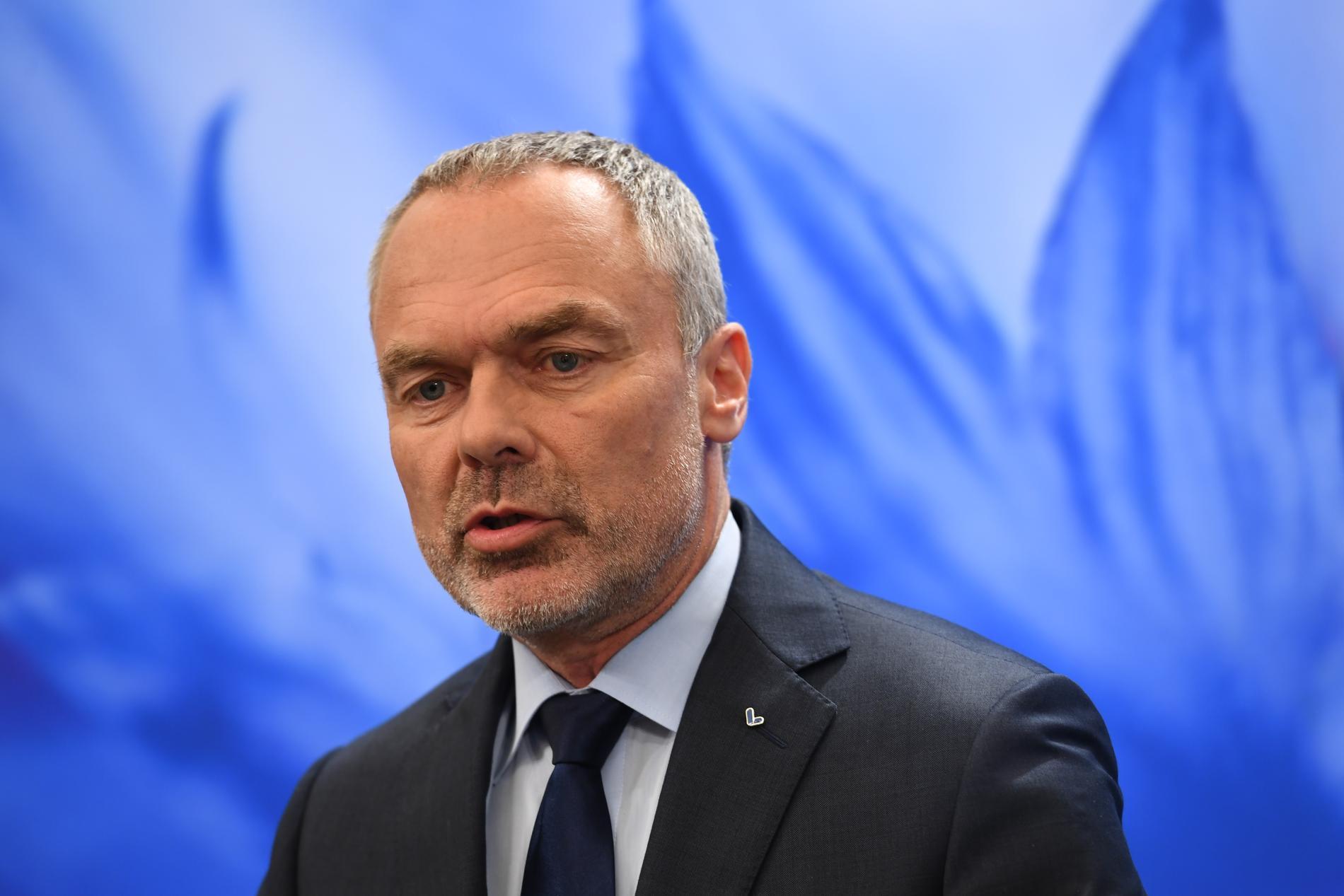 Jan Björklund håller pressträff på lördagseftermiddagen