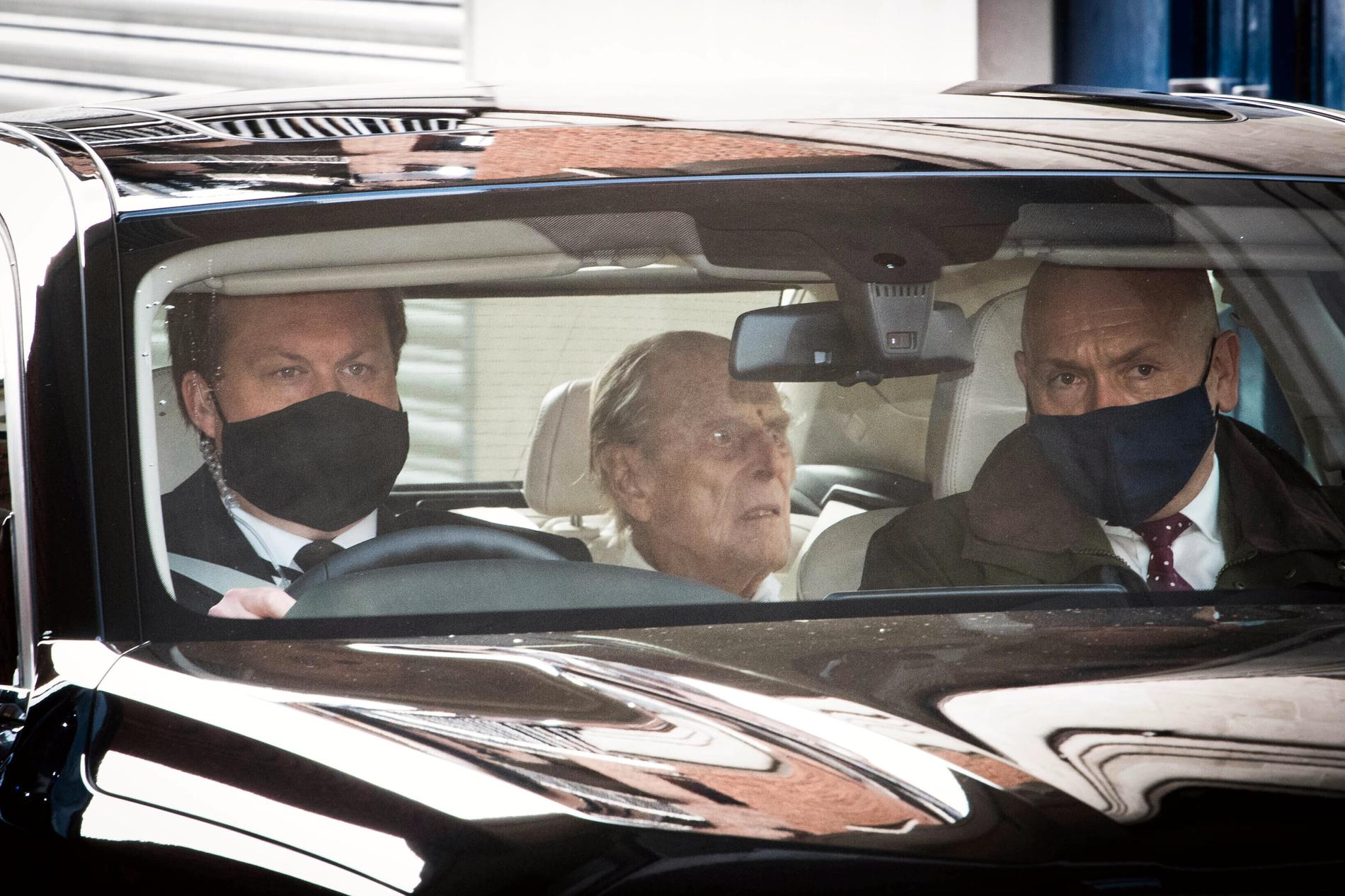 Prins Philip lämnade sjukhuset på tisdagen, efter fyra veckor.