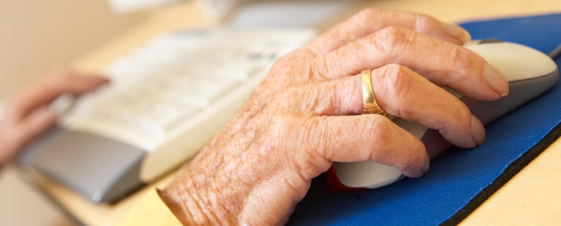 Tre av fyra som inte använder internet är över 66 år gamla.