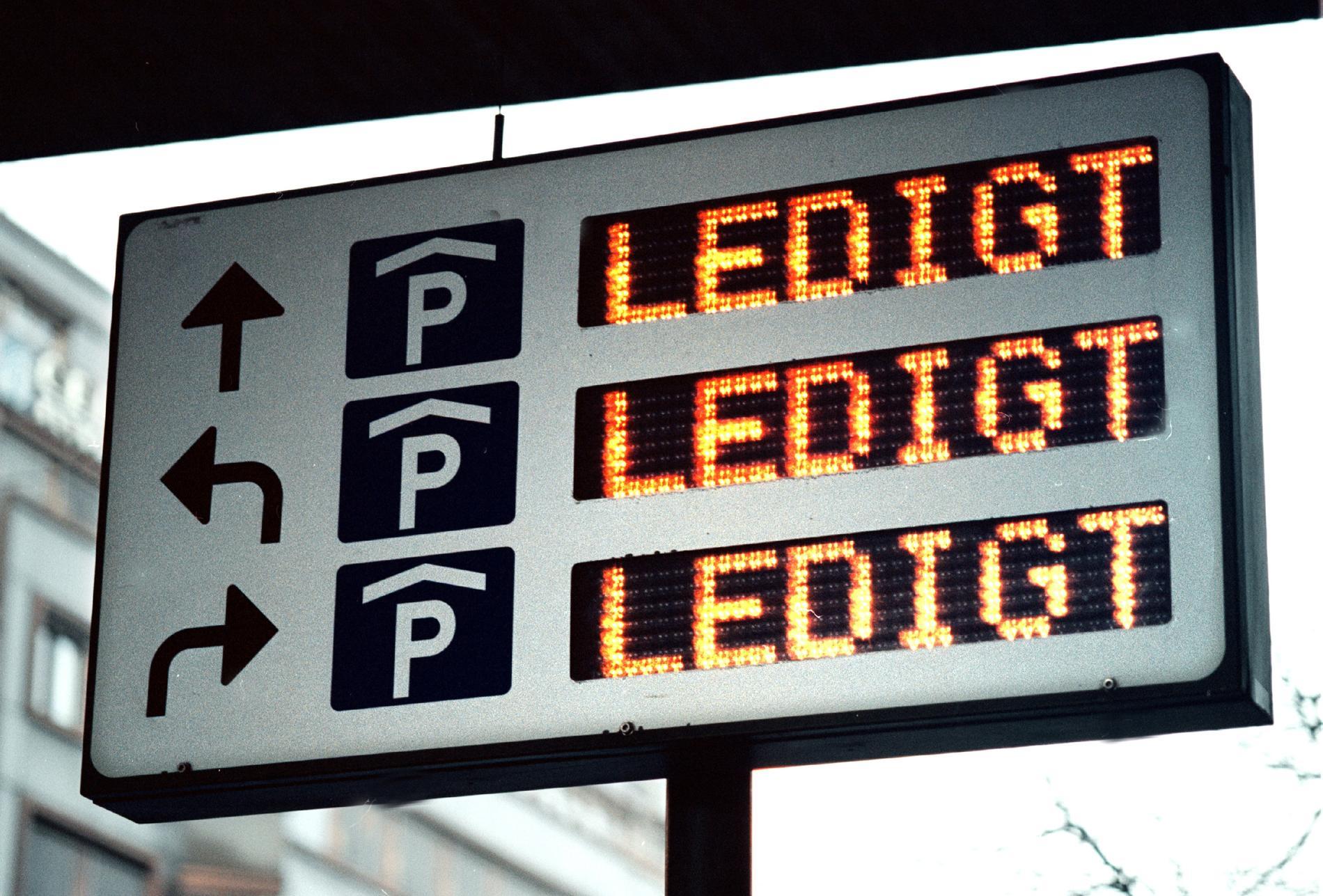I Malmö står över 1 400 kommunala parkeringar tomma.