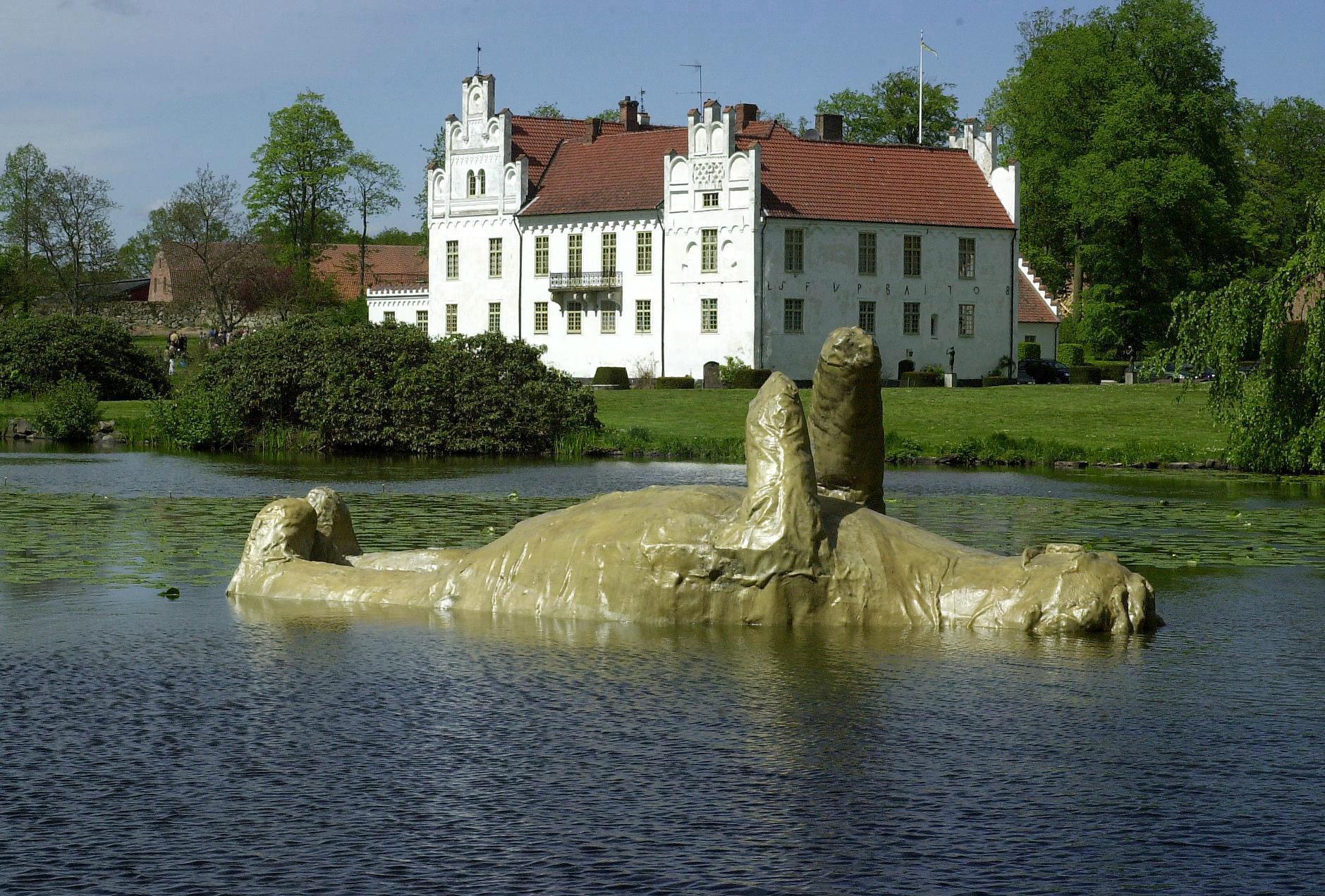 I Wanås kulturpark kan man se både slott och konst.