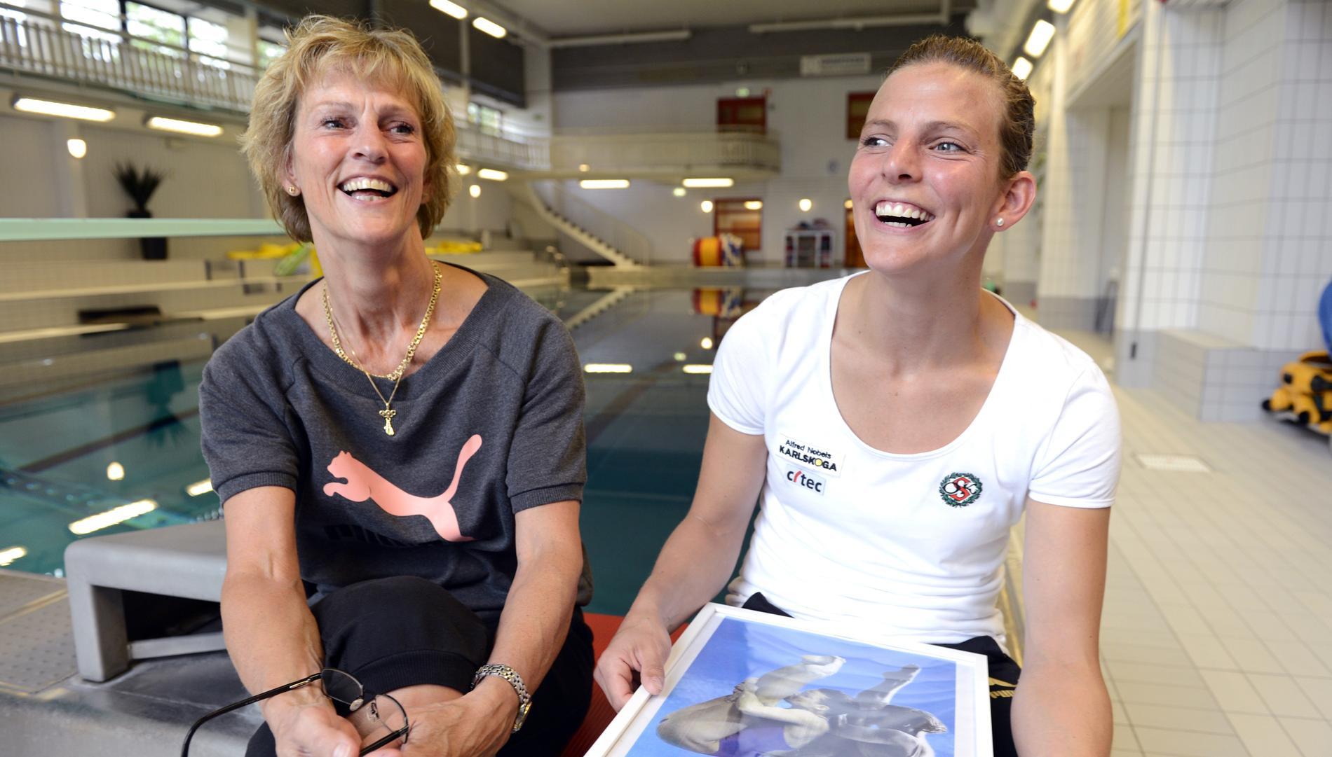 Ulrika Knape-Lindberg, fd simhoppare och Anna Lindberg, simhoppare Sverige, i Strandbadet i Karlskoga.