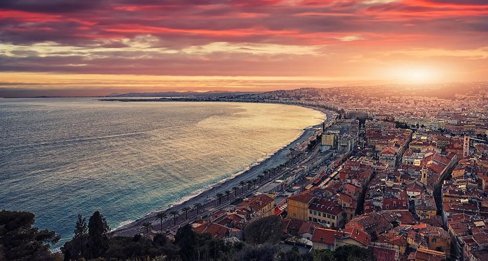 Den populära kuststräckan mellan Nice och Cannes är otroligt vacker och dessutom lättlöpt.