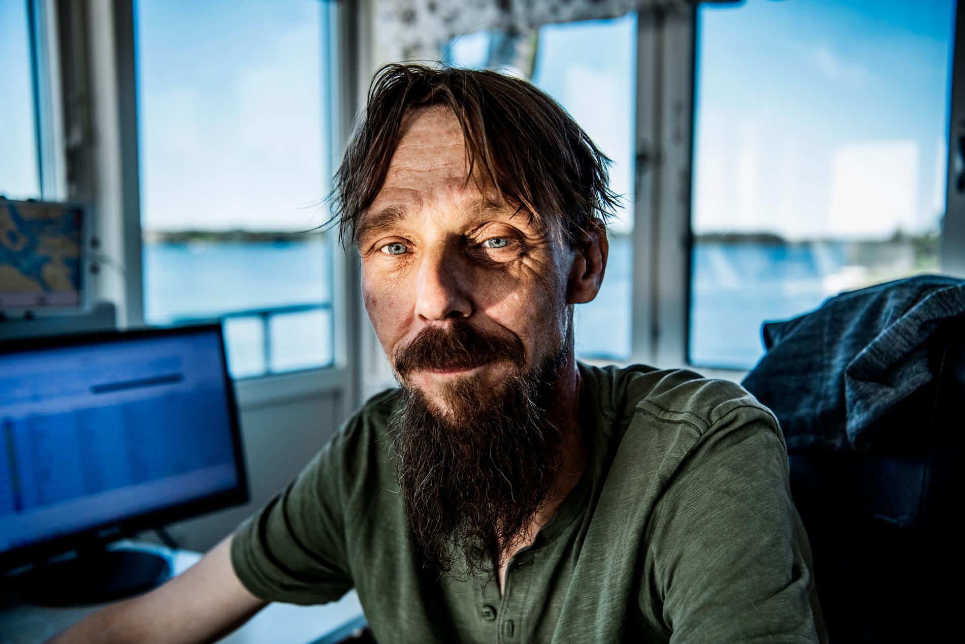 Mikael Steen jobbar som broöppnare på Hjulstabron.